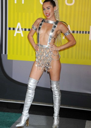 Miley Cyrus: 2015 MTV Video Music Awards in Los Angeles [adds]-27